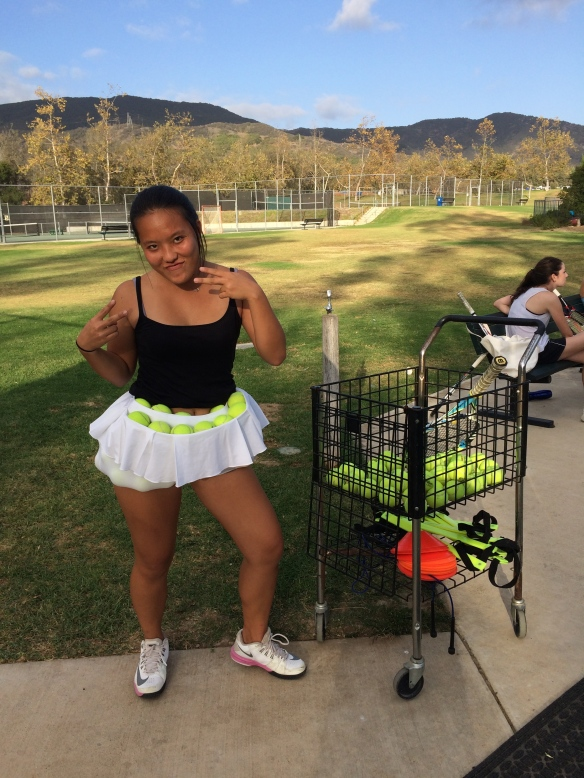 Maki Kobayashi sets world record for most tennis balls held in her skirt at Cate
